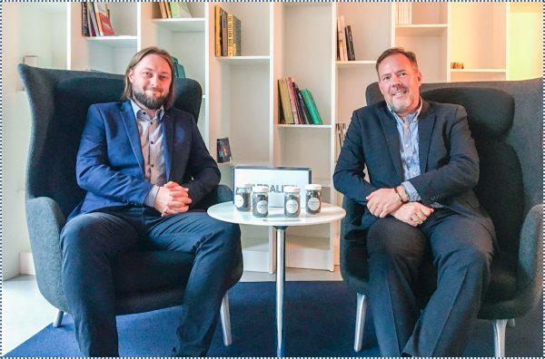 Fot. 1. Kim Rosenbom (po prawej) – Dyrektor ds. Marketingu i Innowacji w Leca International oraz Radosław Włodarski (po lewej) – Doradca Sprzedaży Inwestycyjnej w Leca Polska