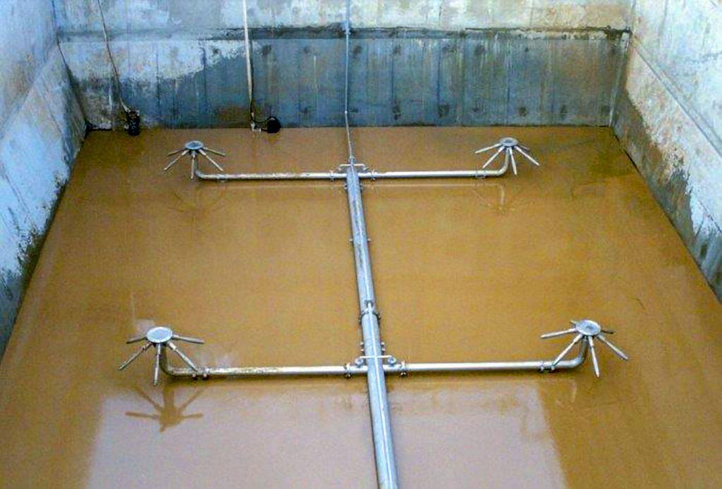 Fot. 9 Układ czterech mieszadeł odśrodkowych w reaktorze o przekroju kwadratowym [6]