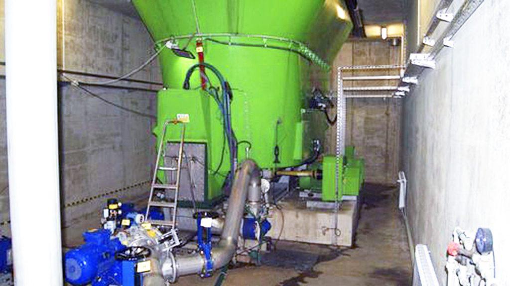 Fot. 5. Rozcieńczanie, maceracja i pompowanie do zbiorników pośrednich przed zamkniętymi komorami fermentacyjnymi