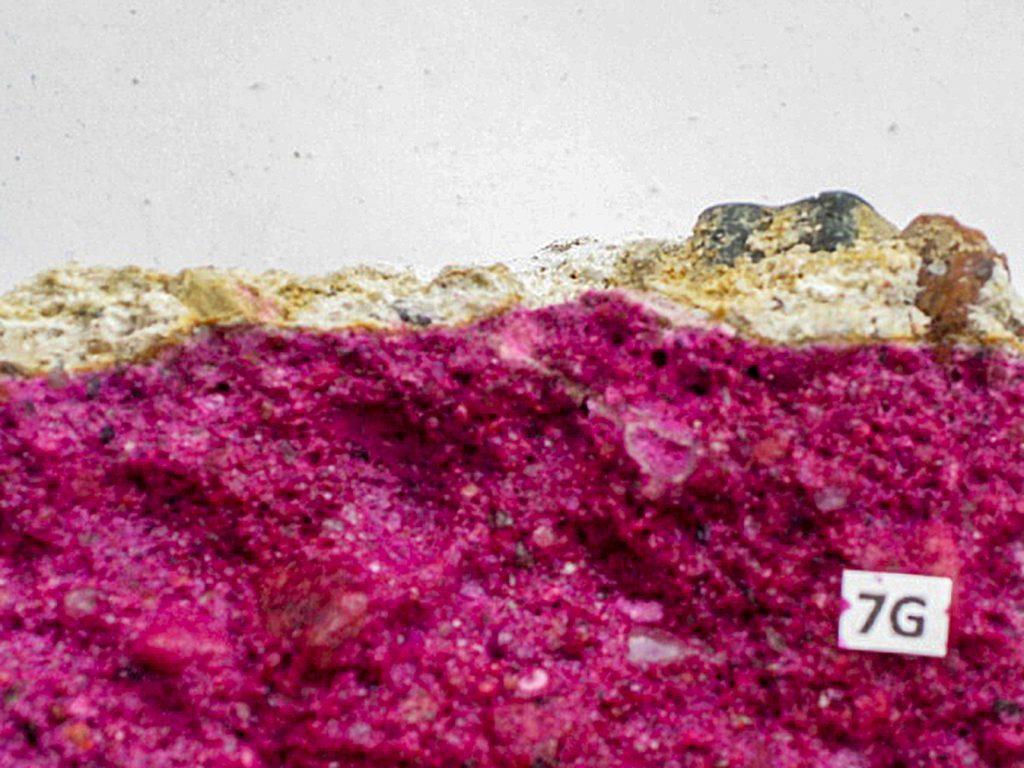 Rys. 4 b Grubości warstw całkowicie zneutralizowanego betonu (powierzchnia niezabarwiona)