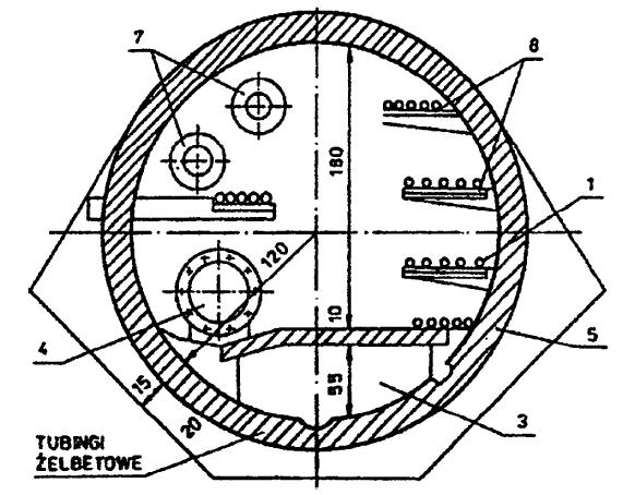 Rys. 3 Tunel wieloprzewodowy wykonany z tubingów żelbetowych w Lublanie [1]. Oznaczenia: 1 – kable elektroenergetyczne, 3 – kanalizacja, 4 – wodociąg, 5 – kable oświetlenia ulicznego, 7 – sieć ciepłownicza, 8 – kable telekomunikacyjne