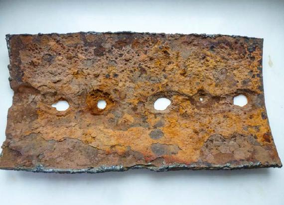 Rys. 9 Próbka skorodowanej rury stalowej pobranej podczas jednej z ekspertyz wykonywanych przez autora artykułu [zdjęcie własne]